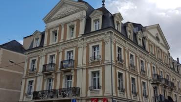MAGNIFIQUE APPARTEMENT F4 112 M² RÉSIDENCE «GRAND HOTEL MODERNE» CHATELLERAULT Réf 2251
