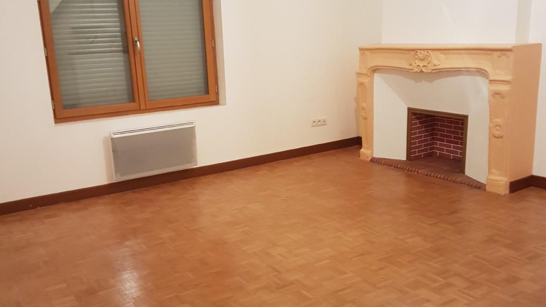 APPARTEMENT F3 DE 68 m² PLEIN CENTE VILLE CHATELLERAULT Réf A.52