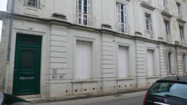 BEL APPARTEMENT F4-F5 DE 120 M² A DEUX PAS DE LA GARE DE CHATELLERAULT Réf 2291
